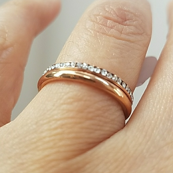 Rose Gold Color Stainless Steel 2MM Wedding Band Ring With White Diamond Accent